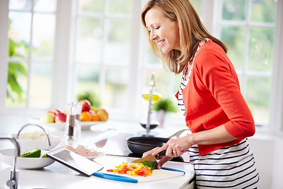 woman-in-kitchen-cooking-01